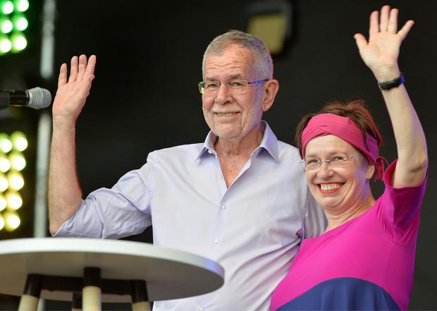 Bundespräsident Alexander Van der Bellen und seine Frau nach seinem Statement.
