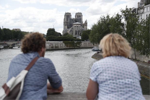Notre Dame wird nach wie vor von nah und weiter fern bestaunt.