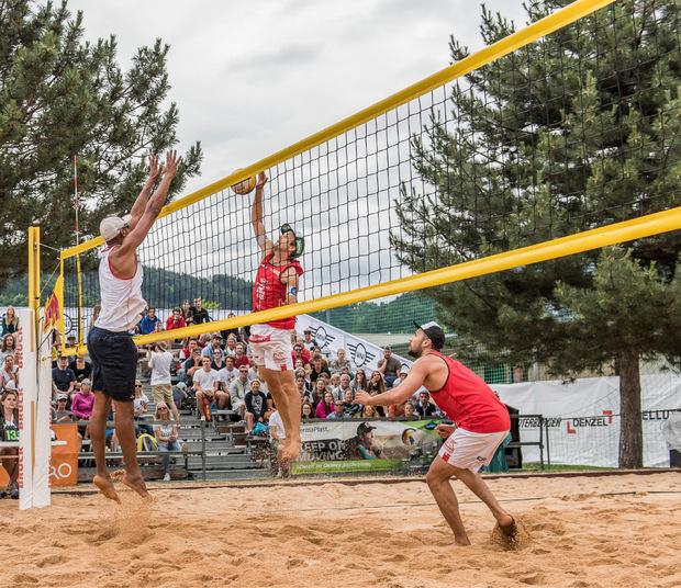 Huber/Dressler (r.) gewannen das Beachvolleyballturnier im Tivoli.