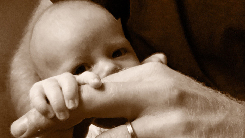 Zum Vatertag veröffentlichten Prinz Harry und Herzogin Meghan auf ihrem Instagram-Profil ein Foto von ihrem Sohn Archie.