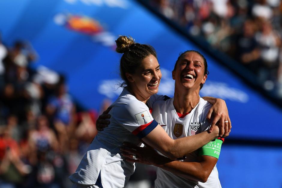 Carli Lloyd schoss die USA mit zwei Treffern gegen Chile zum Sieg.