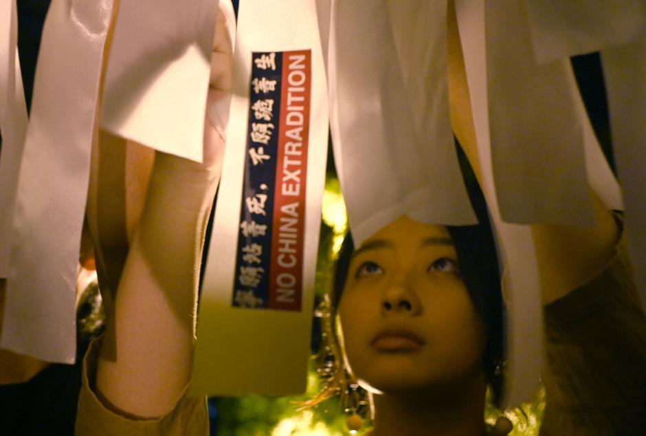 Obwohl Regierungschefin Carrie Lam das geplante Auslieferungsgesetz auf Eis gelegt hat, gingen am Sonntag mehr als eine Million Menschen in Hongkong auf die Straße.