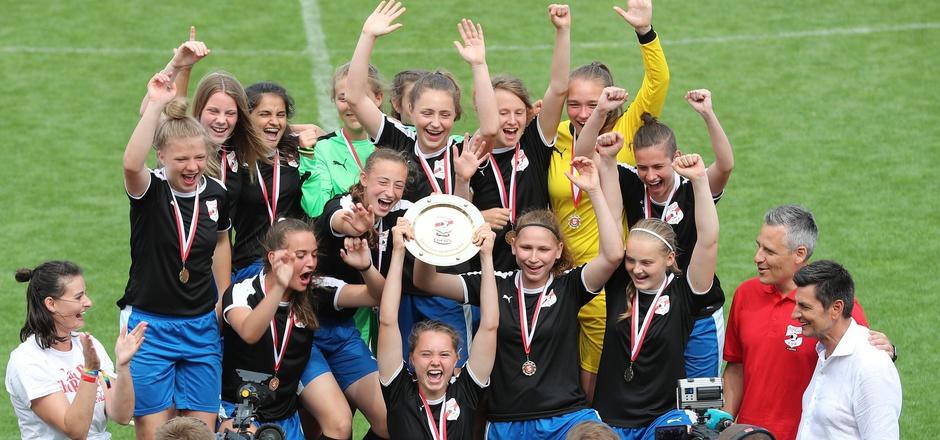 Die Tiroler U16-Damen jubelten zum bereits dritten Mal in Serie über den Titel.