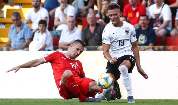 Die verhängnisvolle Szene: Jovanovic foult Wolf böse, der Knöchel des Neo-Leipzigers bricht.