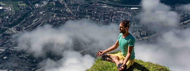 An außergewöhnlichen Plätzen im Freien wie auf der Nordkette wird beim Yoga Summit Yoga praktiziert.