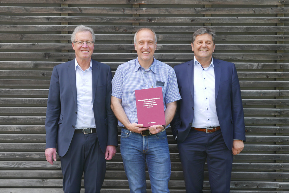 Michael Aichner (Obmann WK Osttirol), Hotelier Dieter Mayr-Hassler und Reinhard Lobenwein (v.l.) präsentieren den familiär geführten Beherbergungsbetrieben bis 50 Betten ein neues Konzept.
