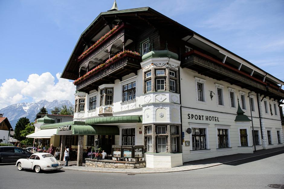 Ab 1. Juli hat das Hotel im Zentrum von Igls mit Nikolaus Huter und Arthur Bellutti neue Besitzer.