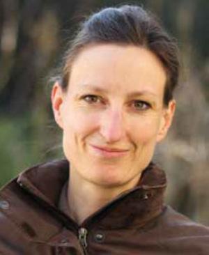 """""""Trichterfarne wird man nachhaltig los, wenn man sie nahe am Boden abschneidet"""", erklärt Elke Schwarzer, Biologin."""
