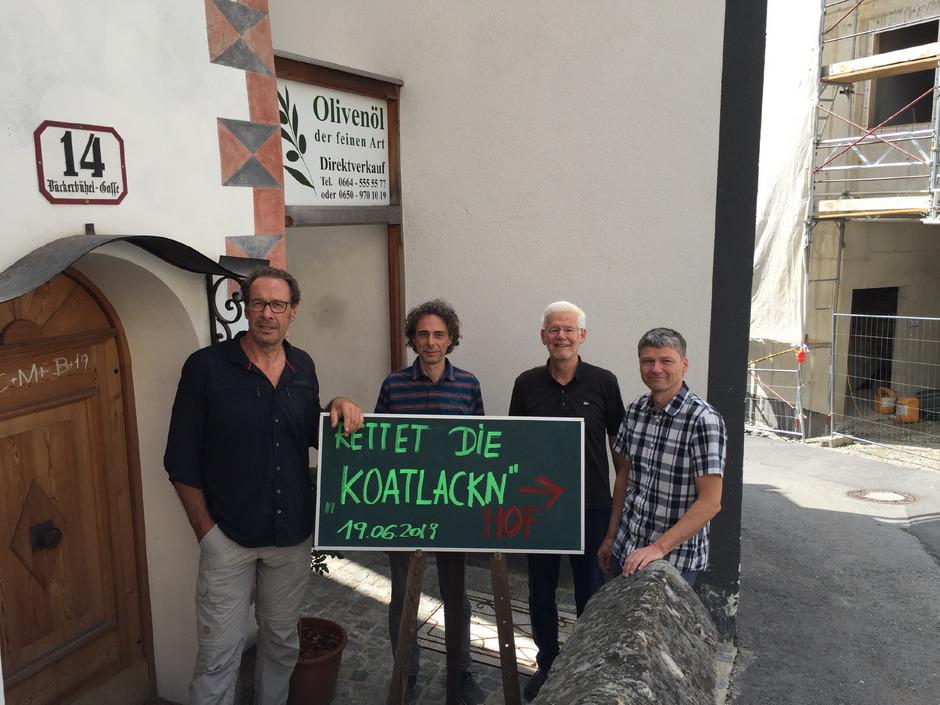 """Wolfgang Burtscher, Michael Guggenberger, Klaus Mathoy und Klaus Spielmann (v.l.) setzen sich für den Erhalt des charakteristischen Stadtteils St. Nikolaus (""""Koatlackn"""") ein."""