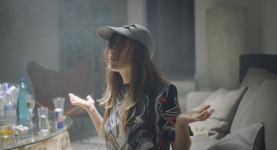 Rapperin Haiyti in einer Szene ihres neuesten Videos.