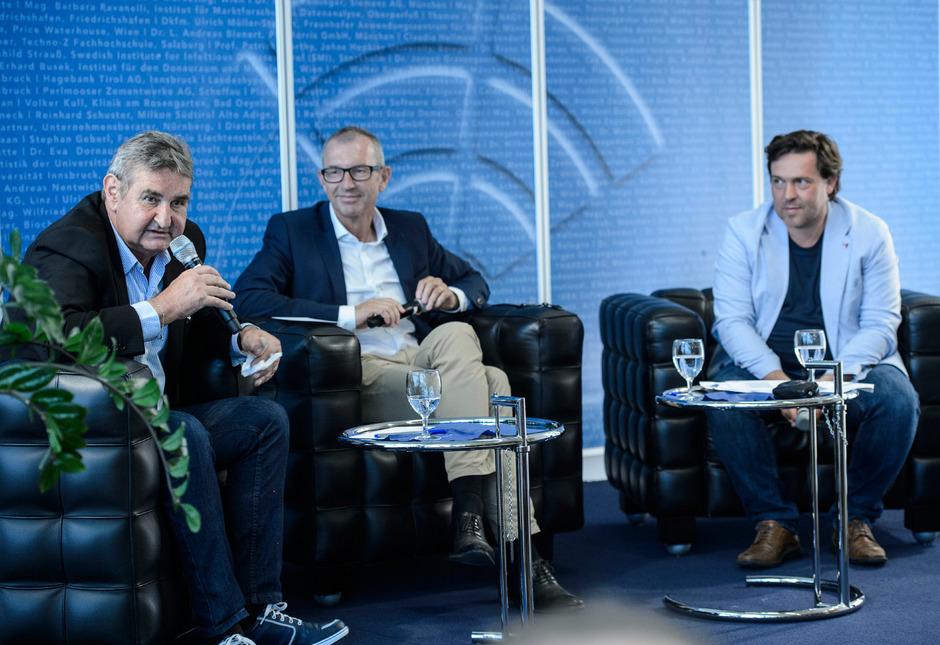 Herbert Prock (l.), Direktor für soziale Angelegenheiten bei VW Argentinien und Ex-SPÖ-Chef in Tirol, diskutierte mit ORF-2-Chefredakteur Matthias Schrom (r.) und MCI-Leiter Andreas Altmann.