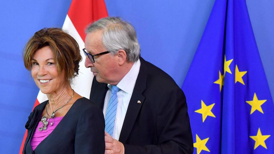 Österreichs Kanzlerin Brigitte Bierlein beim Treffen mit EU-Kommissionschef Jean Claude Juncker.