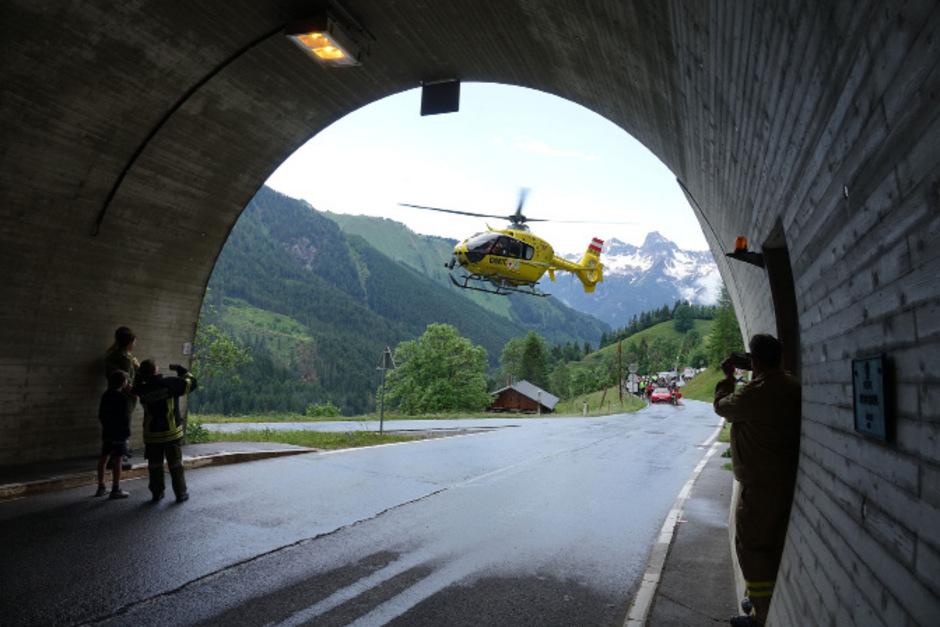 Die L266 musste für rund 30 Minuten für den gesamten Verkehr gesperrt werden.