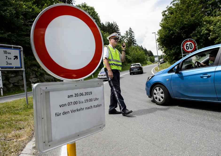 Auf den Straßen im Großraum Innsbruck und Wipptal darf am Wochenende nur passieren, wer auch etwas in den Ortschaften zu erledigen hat.