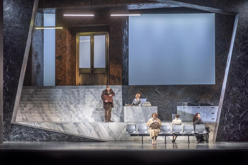 """Zwei Preisträger und ein Anwärter: René Kollo  und Herbert Lippert werden am Sonntagausgezeichnet. Gian Carlo Menottis """"Der Konsul"""" am Tiroler Landestheater ist als beste Opernproduktion nominiert.  Restkarten für die Preisverleihung sind noch erhältlich."""