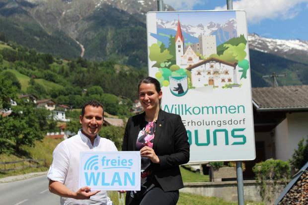 EU-Abgeordnete Barbara Thaler besuchte Bürgermeister Matthias Schranz in Kauns und ließ sich das Projekt zeigen.