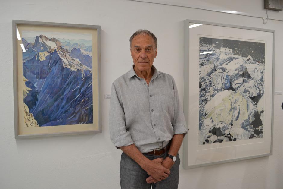 """Nino Malfattis Ausstellung """"Landauf"""" in der Stadtbibliothek Landeck thematisiert die atemberaubende Bergwelt Tirols."""