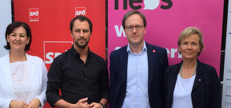Für die Aufklärung rund um das von LR Johannes Tratter fallengelassene MCI-Siegerprojekt übt sich die Opposition im Schulterschluss: Andrea Haselwanter-Schneider (Liste Fritz), Georg Dornauer (SPÖ), Dominik Oberhofer (NEOS) und Evelyn Achhorner (FPÖ).