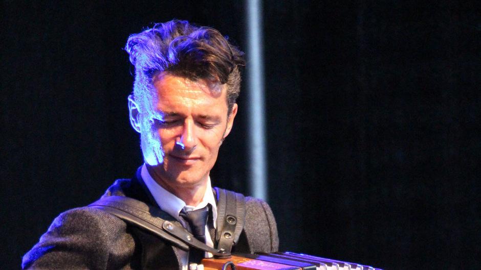 Herbert Pixner ist ein musikalisches Universaltalent und beherrscht neben der diatonischen Harmonika auch das Saxophon sowie eine Reihe weiterer Instrumente.