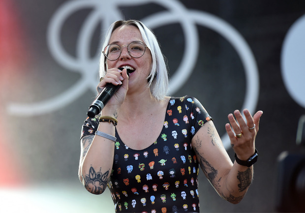 Sängerin Stefanie Heinzmann freute sich vor allem über ihre Flitter-Premiere.