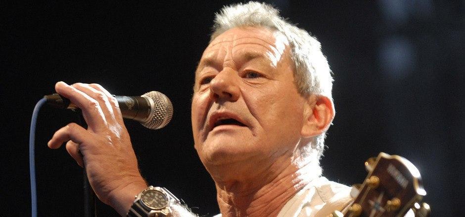 Um 21 Uhr rockt Wolfgang Ambros die Festbühne.