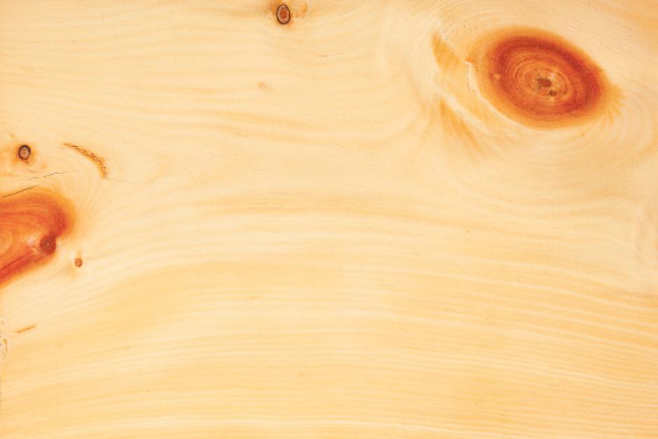 Zirbenholz hat im Möbelbau in Tirol eine lange Tradition.