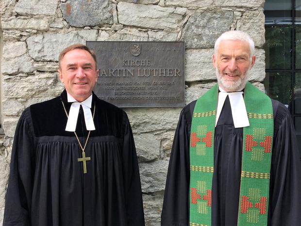 Auch Superintendent Manfred Sauer (l.) war zur Verabschiedungsfeier von Pfarrer Hecht gekommen.