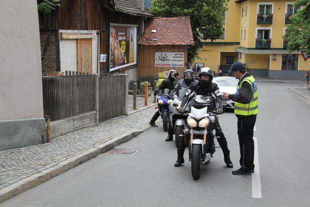 Am Eingang der Lehngasse wurden Motorradfahrer informiert.