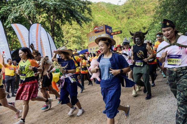 Teilnehmer eines Marathons in der Nähe der Tham Luang-Höhle. Der Ort wurde inzwischen von mehr als 1,3 Millionen Touristen besucht.