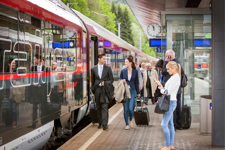 In 70 Minuten schafft es der Railjet von Kufstein nach Salzburg. Schüler und Lehrlinge dürfen mit ihren günstigen Tickets aber nicht mit.