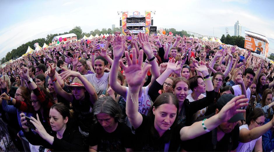 Auch DJ Felix Jaehn heizte der Menge am letzten Tag des 36. Donauinselfestes gehörig ein.