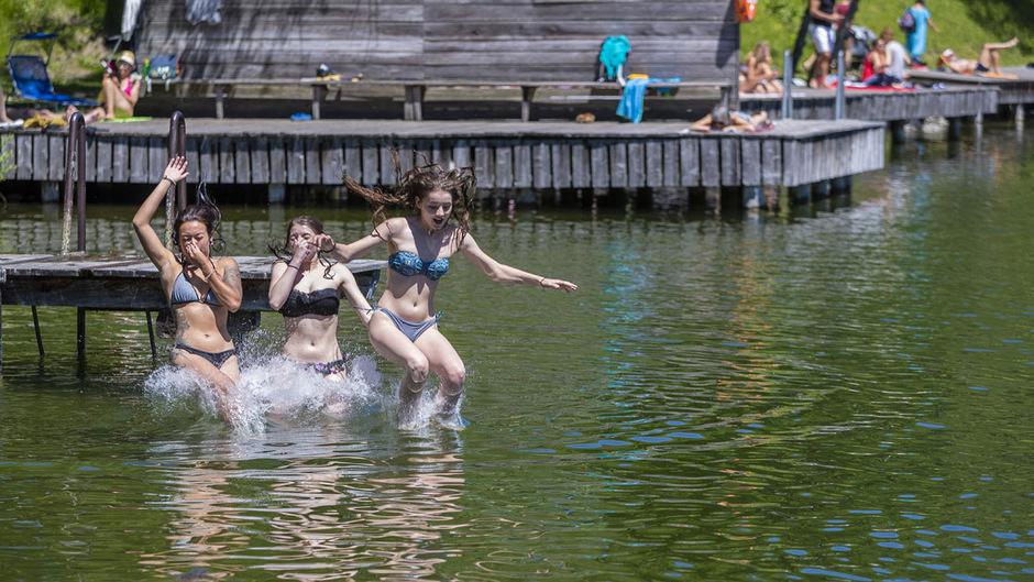 Abkühlung, wie hier im Bild am Lanser See, ist in den kommenden Tagen dringend zu empfehlen: Laut Meteorologen können die Temperaturen auf bis zu 40 Grad Celsius ansteigen.