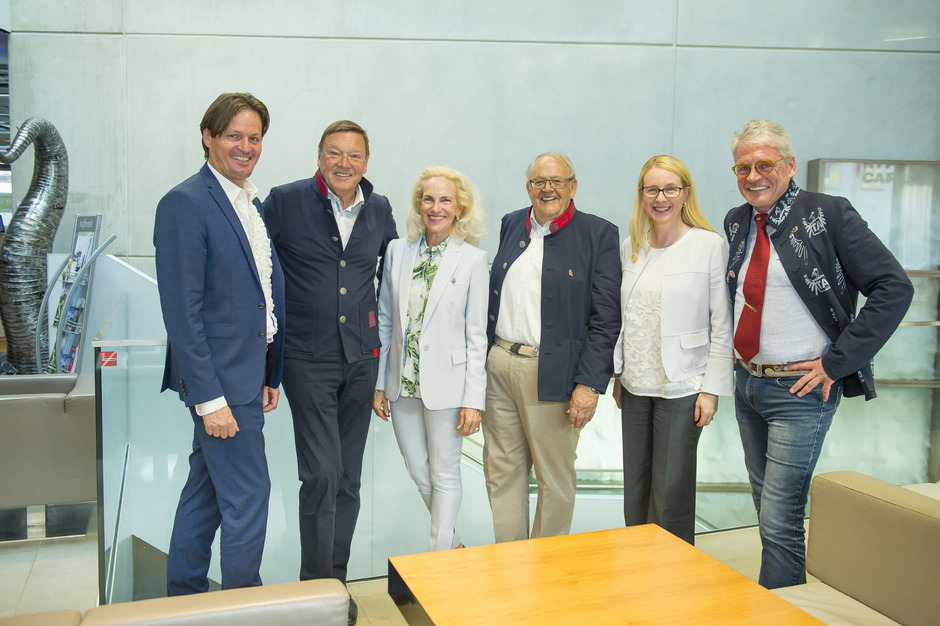 Der Vorstand der Adler Runde mit der früheren Wirtschaftsmininsterin Margarete Schramböck (2.v.r.). Von links: Klaus Mark, Fritz Unterberger, Ingeborg Freudenthaler, Anton Pletzer und Peter Grüne.