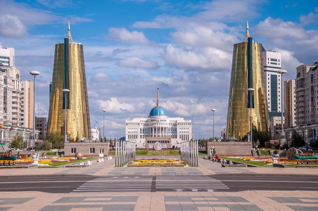 Vor allem um Aufständen im Nordosten vorzubeugen, verlegte man 1997 die Hauptstadt von Kasachstan nach Astana. Heuer wurde die Stadt zu Ehren des langjährigen Präsidenten Nursultan Nasarbajew in Nursultan umbenannt.