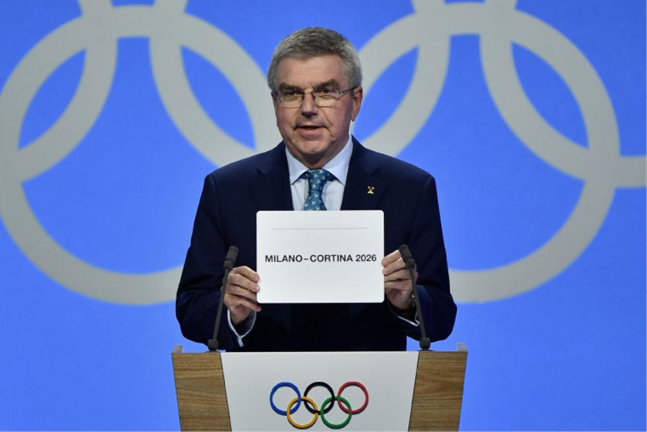 IOC-Präsident Thomas Bach verkündete den Ausrichter Mailand.