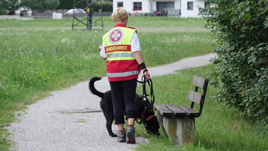 Auch ein Spürhund war bei der Suche nach dem Vermissten Ende Juni im Einsatz.