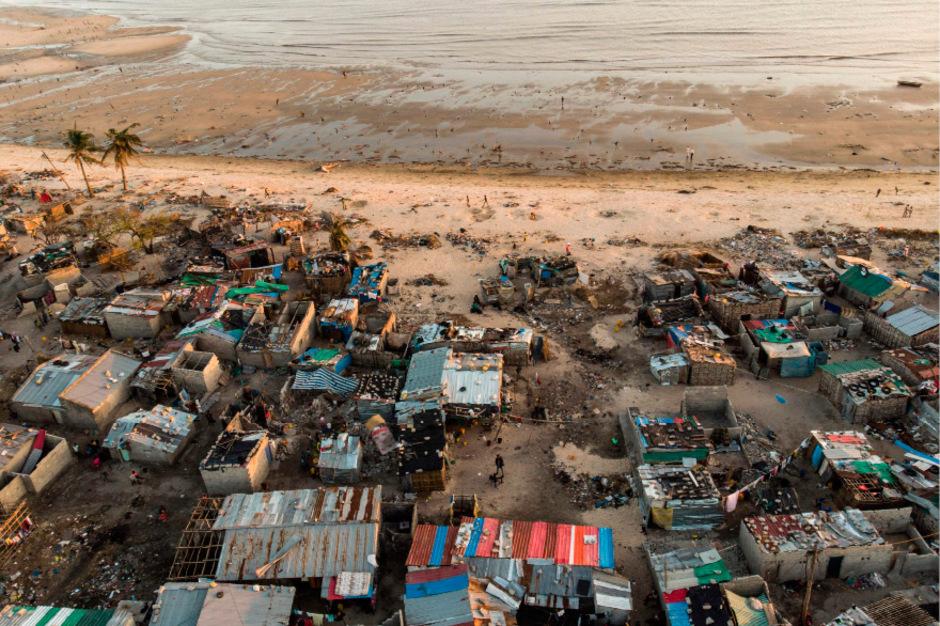 """Zyklon """"Idai"""" traf Ende März in der 500.000-Einwohner-Stadt Beira auf Land und zerstörte zahlreiche Häuser."""