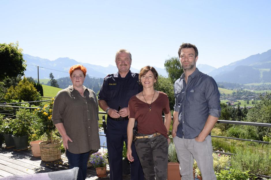 Veronika Polly, Ferry Öllinger, Julia Cencig und Jakob Seeböck (von links) bei einer kurzen Drehpause.