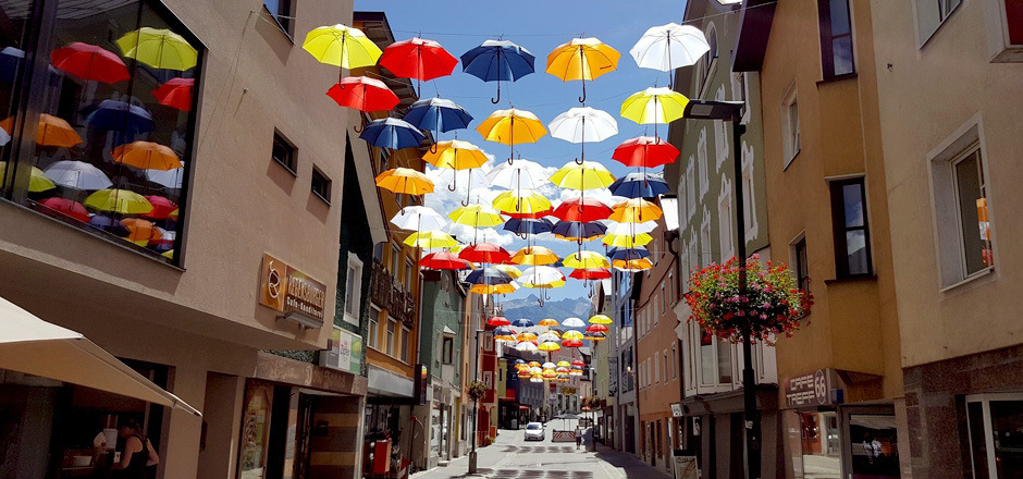 Wenn die bunten Schirme über der Kramergasse schweben, ist es Zeit für die SoFuZo.