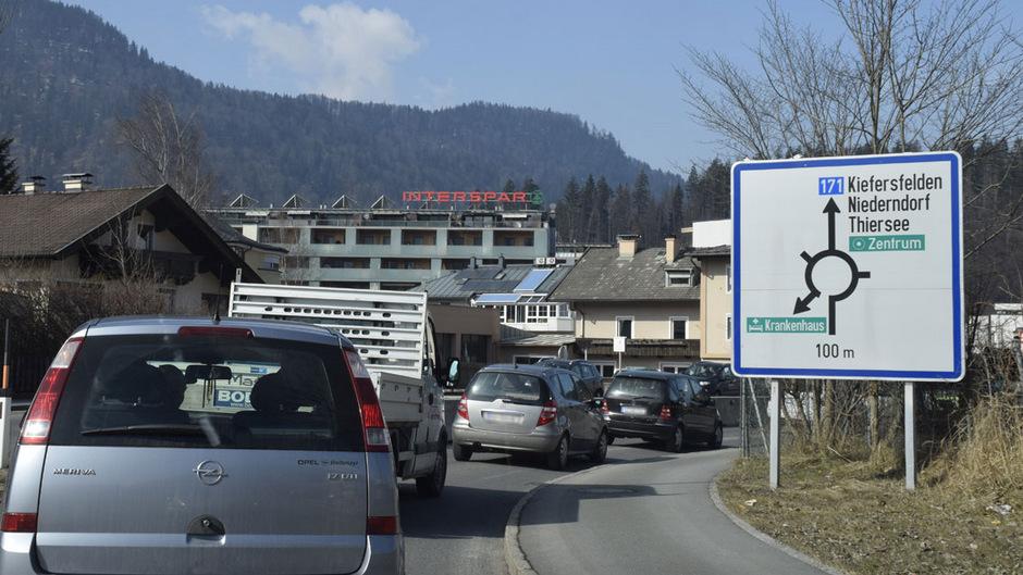 In Kufstein verstopfen insbesondere Mautflüchtlinge die Straßen. Speziell für den Verkehr von und zu den Skigebieten sollen Dosierampeln her.