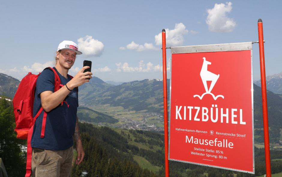Noch ist Feller auf seinen Selfies alleine auf dem Bild. In ein paar Monaten kann er mit seinem Nachwuchs posieren.