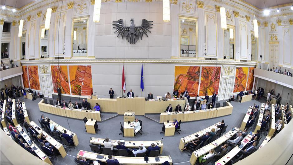 Blick in den Sitzungssaal des Nationalrats in der Wiener Hofburg.