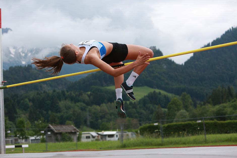 Als Lokalmatadore zum Meistertitel: Lea Germey überflog 1,76 Meter.