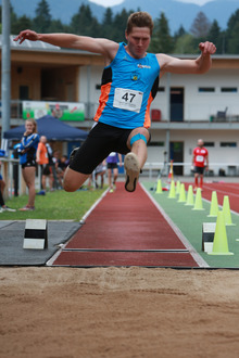 Andreas Herzinger sprang bei den Herren am weitesten.