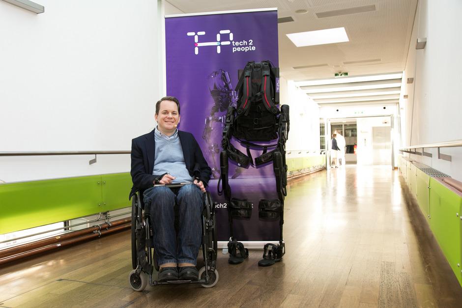 Gregor Demblin gründete die Initiative tech2people. Dadurch wurde in Wien das erste österreichische Therapieprogramm mit Exoskelett ins Leben gerufen.