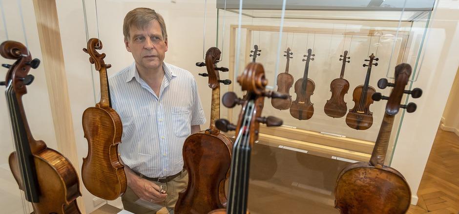 Hier ist garantiert alles echt. Experte Benjamin Schröder inmitten der Jakob-Stainer-Schau im Tiroler Landesmuseum.