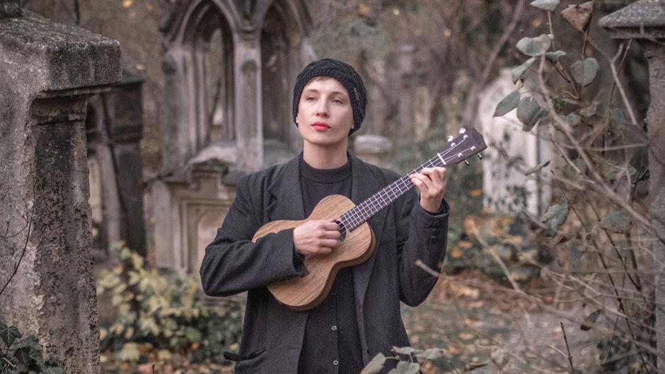 """Sigrid Horn gewann mit dem Lied """"baun"""" im Februar den diesjährigen Protestsongcontest im Wiener Rabenhof Theater."""