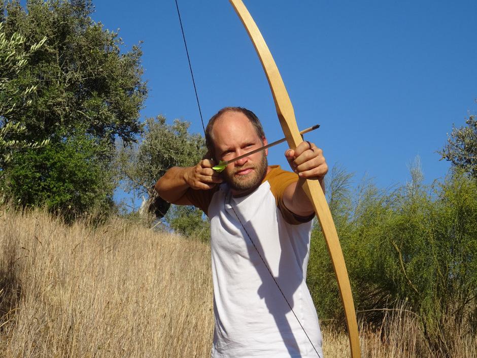 Dominik Croce ist nach Portugal ausgewandert. Dort wohnt er nahe einem See.