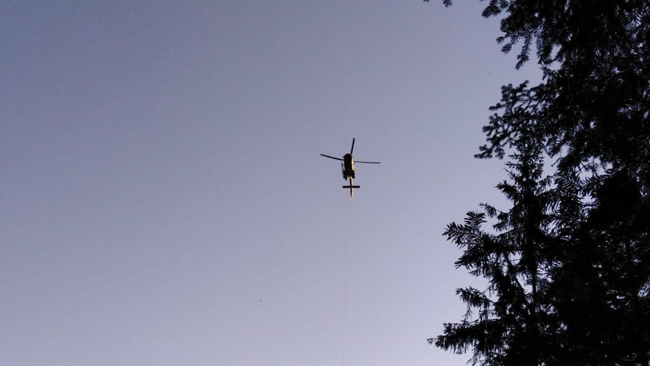 Am frühen Morgen wurde das Ehepaar mit dem Rettungshubschrauber geborgen.