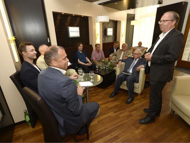 Gastgeber und Moser-Holding-Vorstandsvorsitzender Hermann Petz begrüßte die Gäste in der Wiener TT-Lounge.